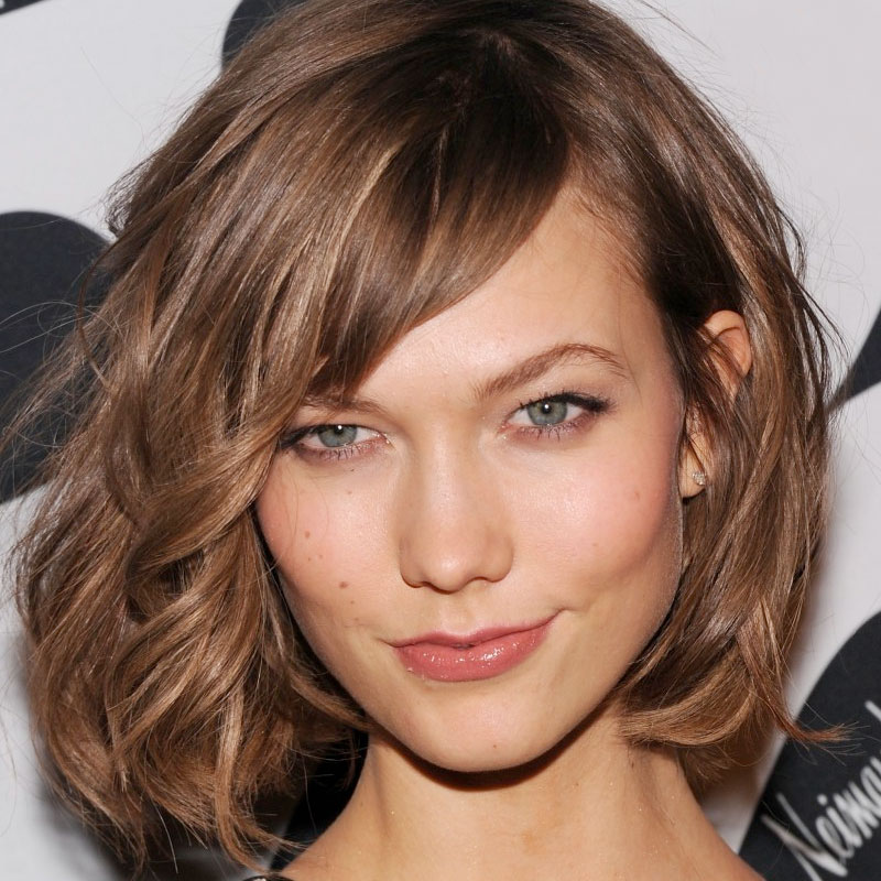 Romantic curls combine well with side fringe action